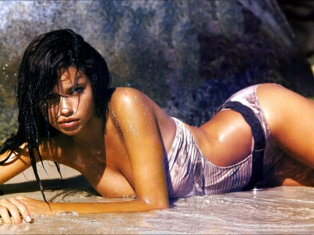 Wallpaper Brunette Adriana Lima on the beach
