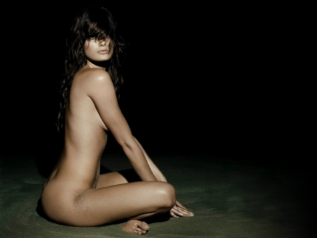 Wallpaper Isabeli Fontana on the beach at night
