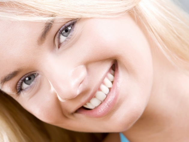 Wallpaper Portrait of a young woman smiling