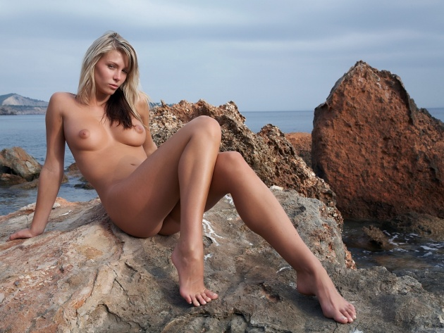 naked girls on the rocks