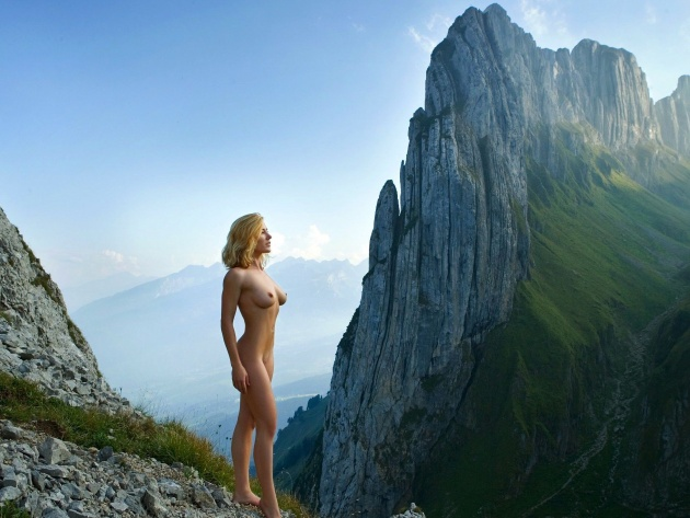 Wallpaper Nude Blonde In The Mountains - Photo Wallpaper -8085