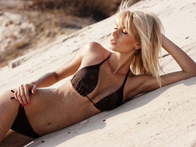 Wallpaper Blonde in a swimsuit lying on the sand