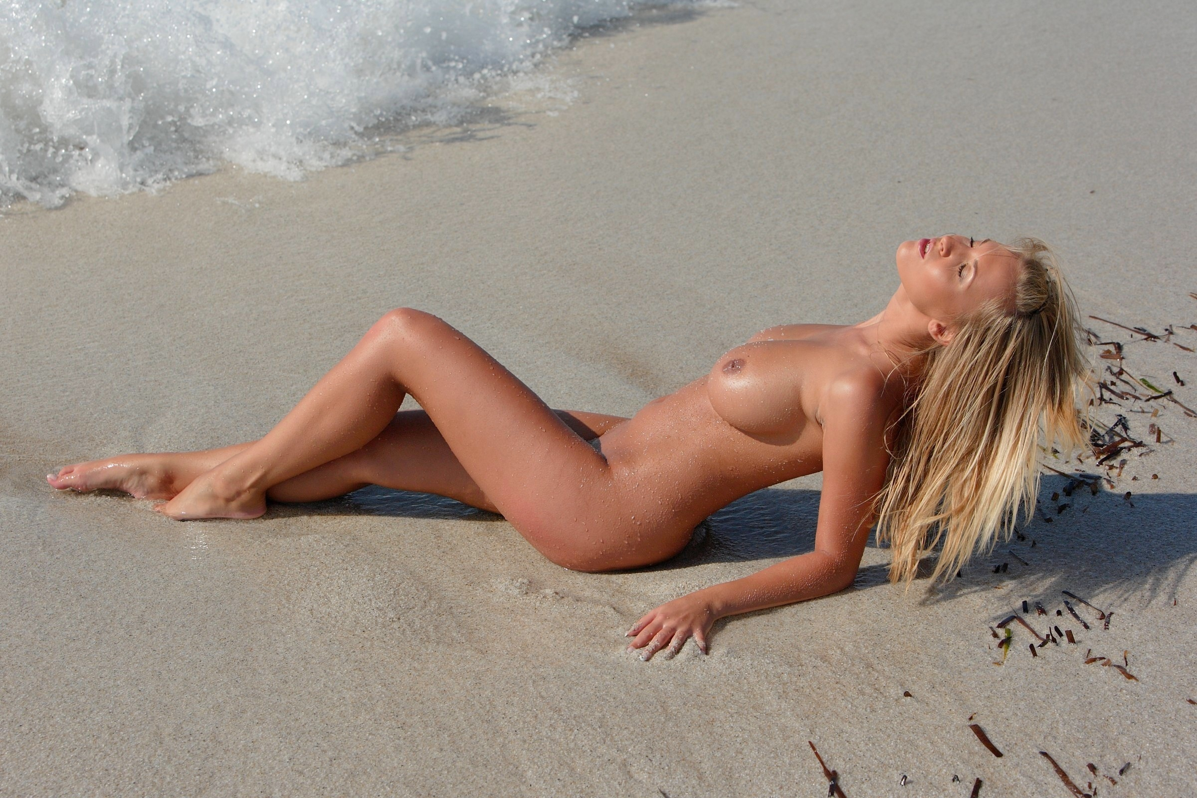 Naked tans on beaches — pic 1