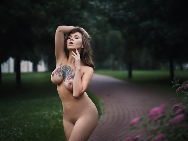 Variant does Nude women with tatooed breasts