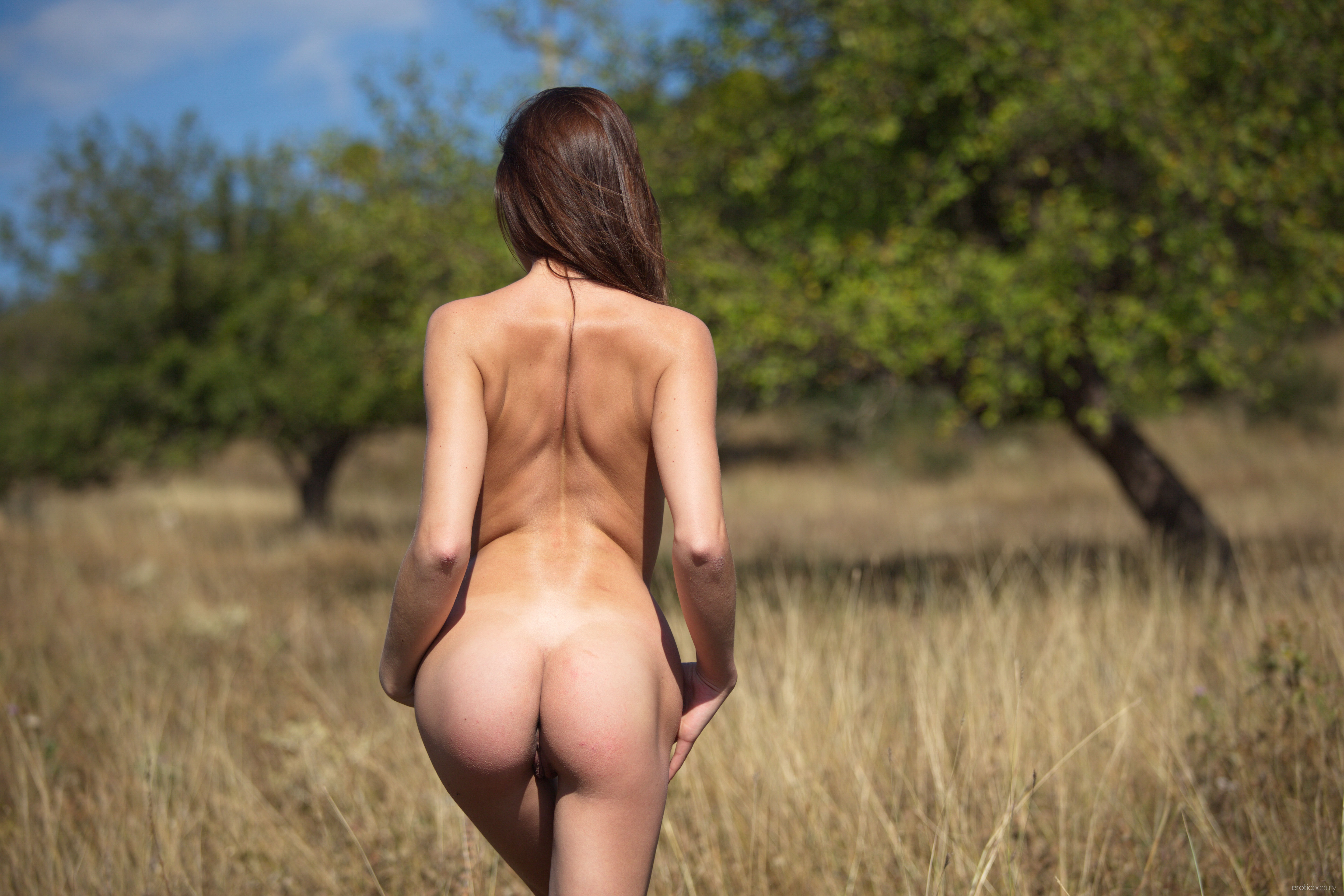 Thin girl nude looking back over her bony shoulder