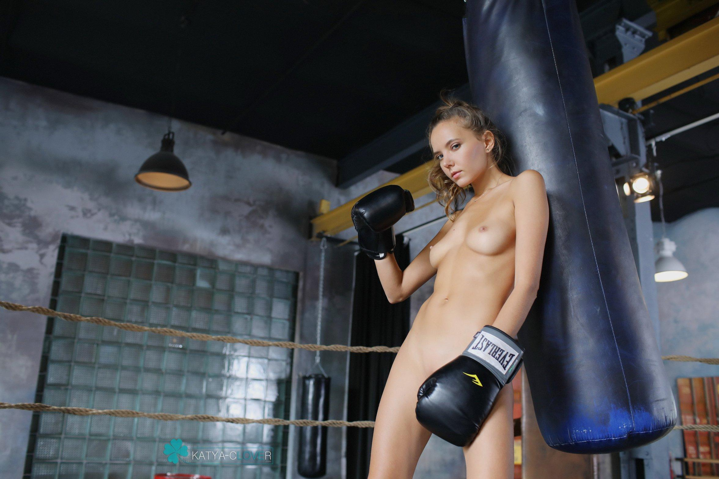 Boxing Ring Naked Girls In An Insane Threesome Orgy With A New Guy In The Gym