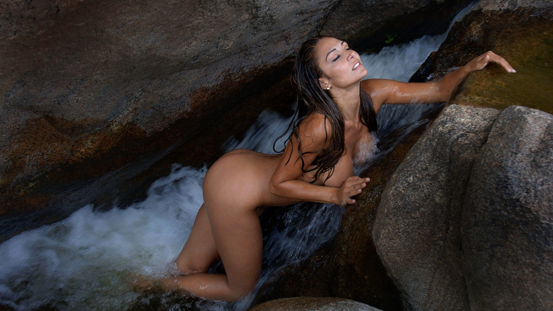 Nude wet models, oiled legs pussy