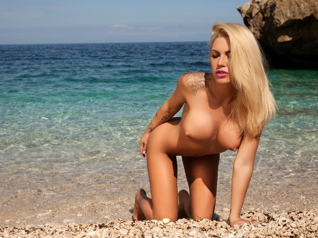 Theme simply Tattooed beach pussy babes apologise